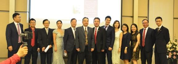 上海交通大学新加坡校友会举办成立20周年庆典暨新一届理事就职典礼